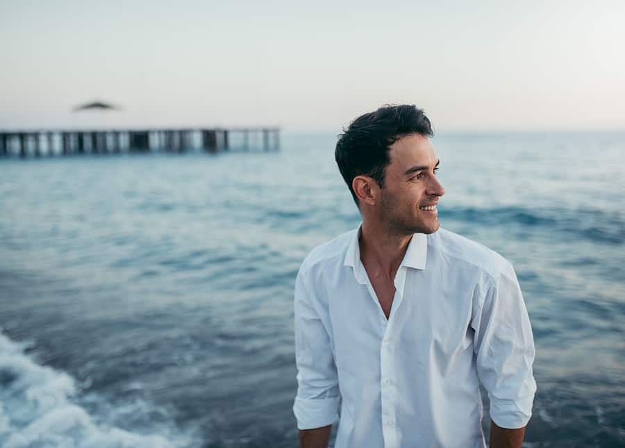 A man attending addiction rehab in California & spending time by the ocean.
